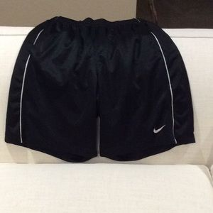 Nike men's black and white basketball shorts Large